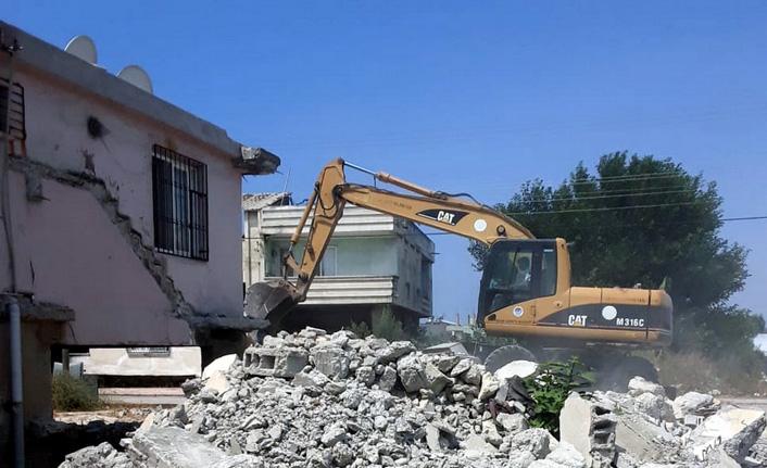 Akdeniz de metruk binalar yıkılıyor