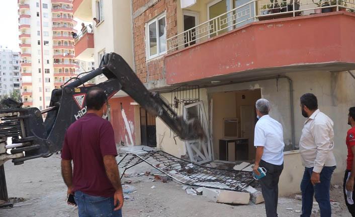 Mezitli'de Kaçak Yapılar Yıkılıyor