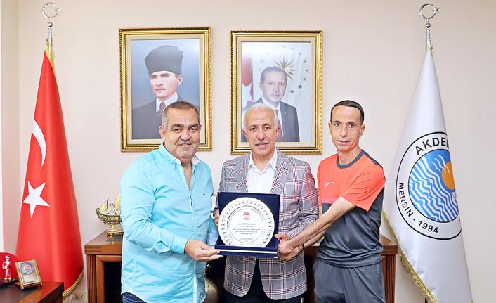 TÜFAD Şube Başkanı Bilir'den Başkan Gültak'a Plaket