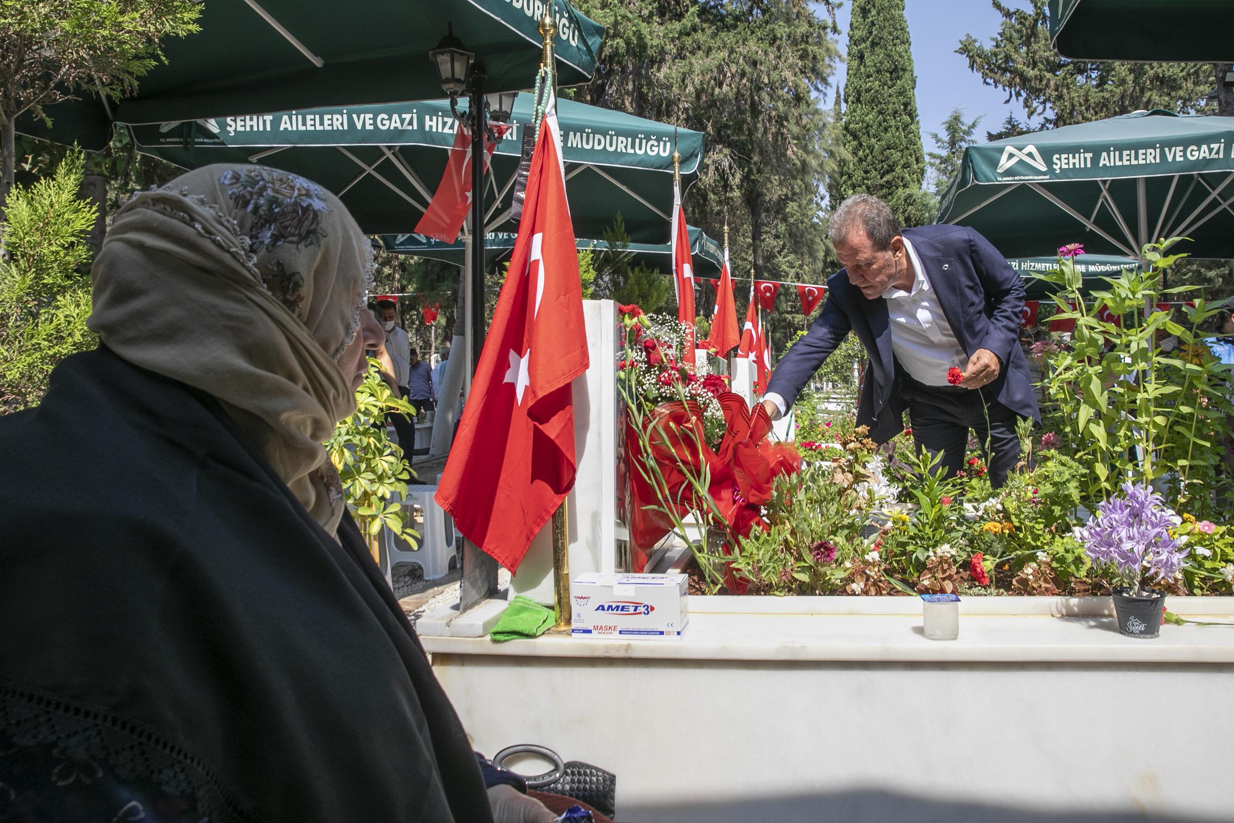Başkan Seçer, Şehitliği Ziyaret Etti