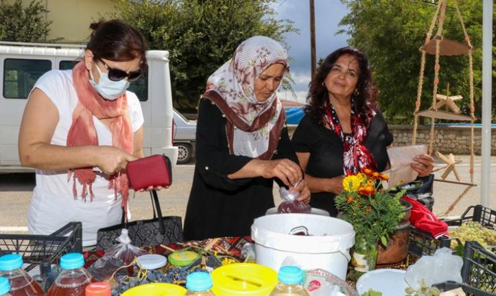 Kadınlar birbirinden lezzetli ürünleri tattı