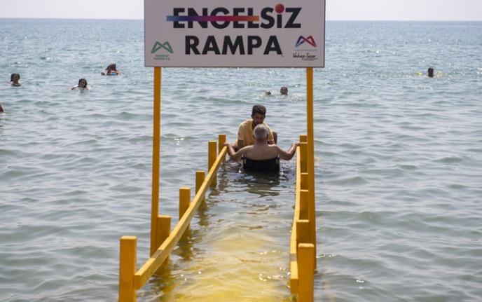 """Mersin'in Denizi Güzel, Plajları """"Engelsiz"""""""