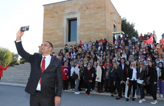350 kadınla Anıtkabir'i ziyaret ettiler
