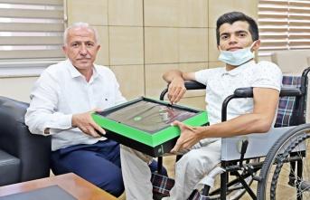 Başkan Gültak'tan, Engelli Öğrenci Barış'a Bilgisayar