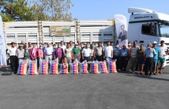 86 üreticiye 25 ton küçükbaş hayvan besi yemi dağıtıldı