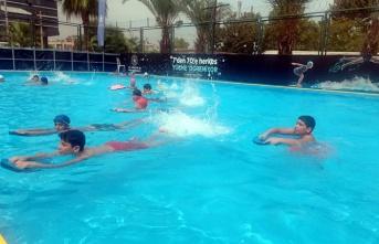 Akdenizli Çocuklara Havuz Keyfi