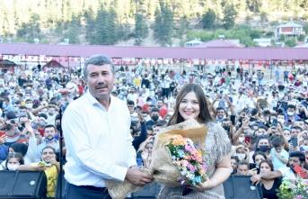 Tuğçe Kandemir Konseri ile Hizmete Açıldı.
