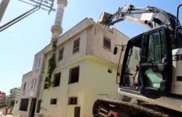 Akdeniz'de Metruk Bİnalar Yıkılıyor