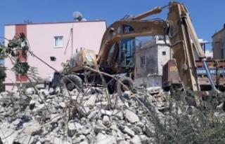 Akdeniz'de Metruk Biranalar Yıkılıyor
