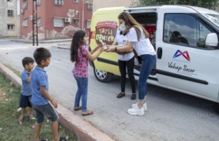 Büyükşehir'den çocuklara dondurma