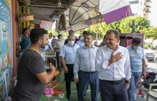 Seçer, Tarsus'ta Vatandaşlarla Buluşup Bayramlarını...