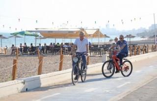 Başkan Tarhan'dan Aile Plajında Bisikletli Denetim