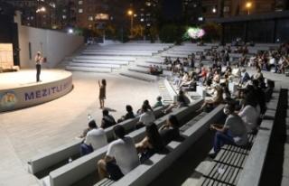 Mezitli'de Tiyatro Akşamları Başladı