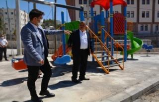 Gülnar Belediyesi Çocuklara Oyun Parkları Kazandırıyor