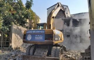 Metruk evler bir bir yıkılıyor