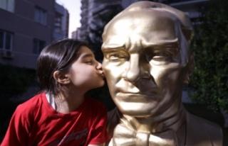 Mezitlililer Kenti Atatürk Büstü İle Donatıyor