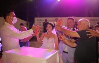 Mehmet ile Emel Evlendi