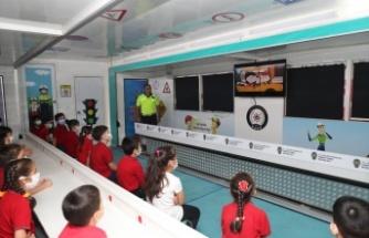 Mobil Trafik Eğitim Tırı Mersin'de