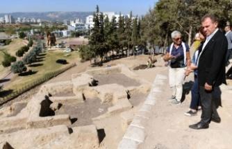 9 Bin Yıllık Yumuktepe Höyüğü'nü Gezdi
