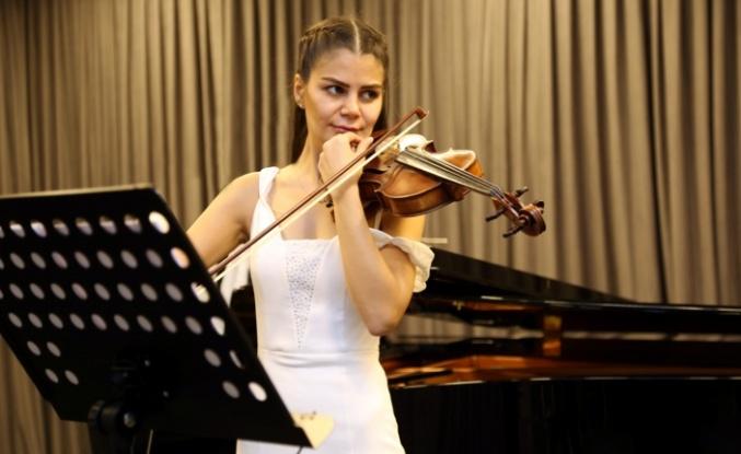 Festival, perdesini bir Türkiye prömiyeriyle açıyor